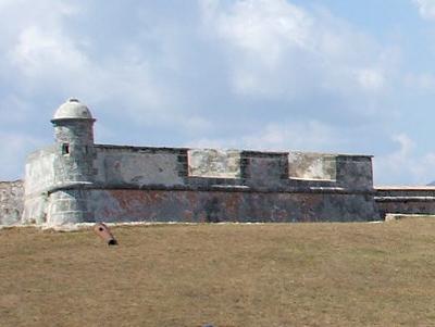 Одна из башен крепости Сан Педро де ла Рока